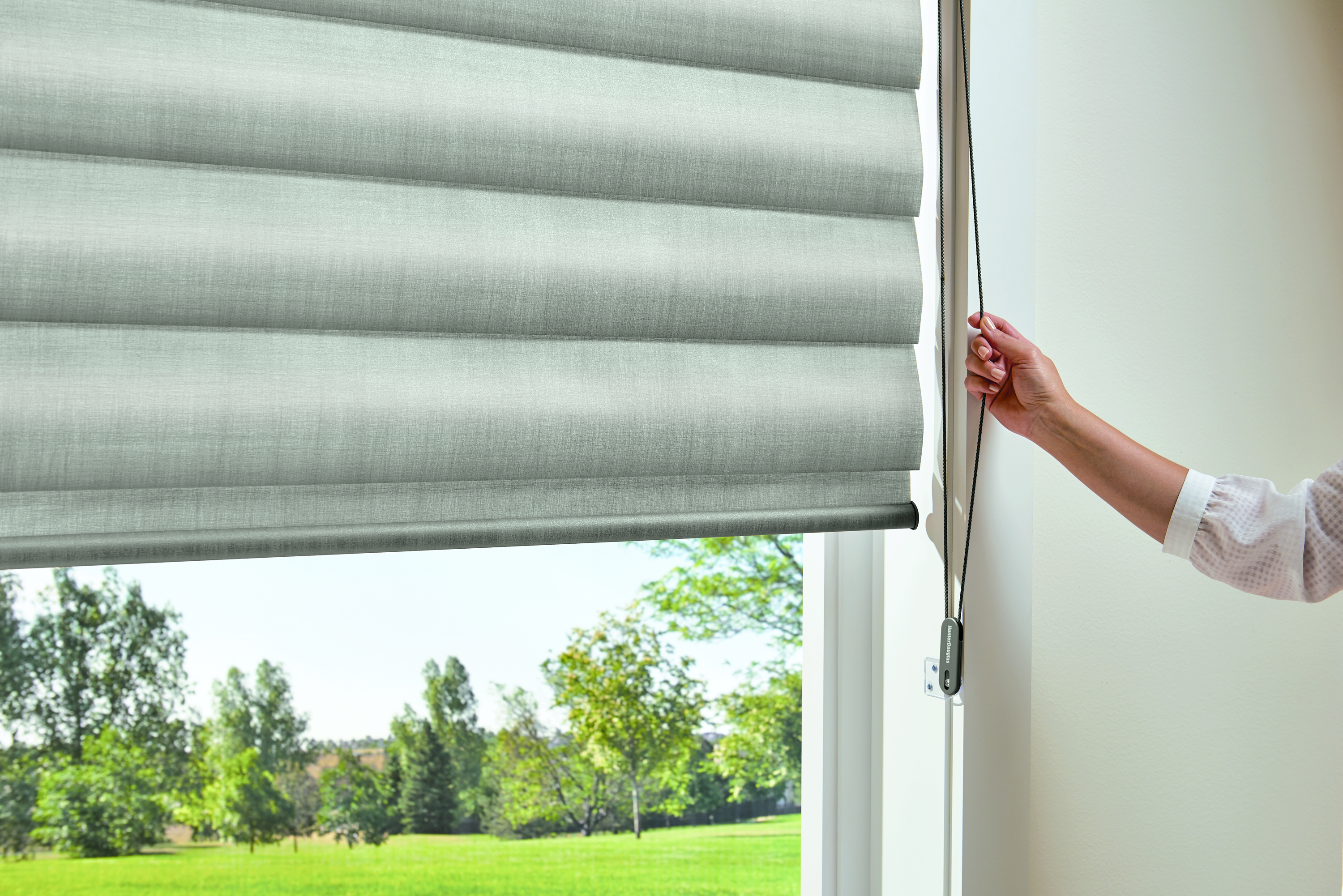 Hunter Douglas operating systems Pirouette with EasyRise