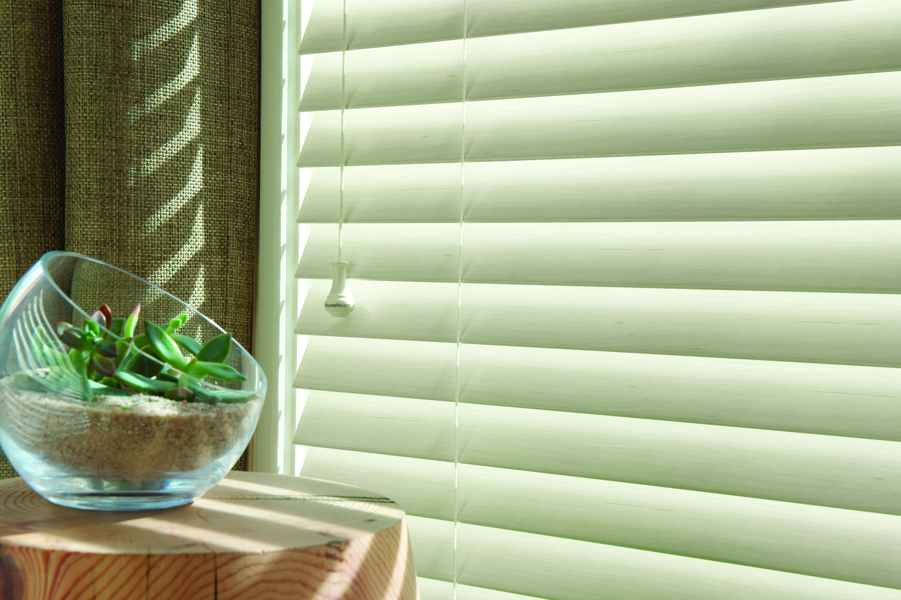 Hunter Douglas wood blinds with standard cordlock system